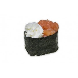 Гункан с лососем и сыром филадельфия